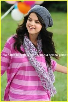 Selena Gomez ( Porgrama : Los echizeros de waverly place )