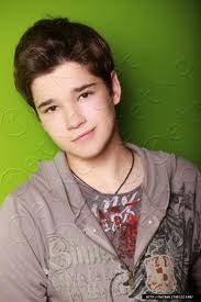 Nathan Kress por Freddy en iCarly