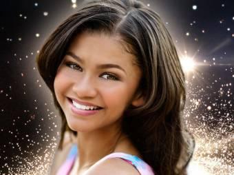 Zendaya y su rostro bonito que sale dela luz brillante