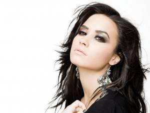Demi Lovato...Cantante, Compositora, Actriz, Bailarina, Activista social y modelo.
