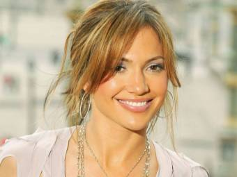Jennifer Lopez...Actriz, cantante, productora discográfica, bailarina, diseñadora y productora de televisión..