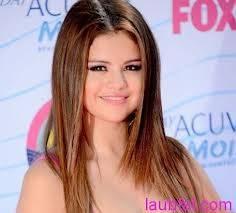 A mi : me gusta selena por su hermoso cabello