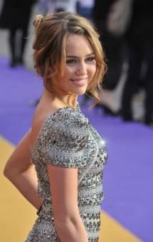 Miley Cyrus =) (muy guapa)