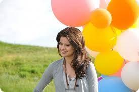 Es La Mejor Selena Gomez