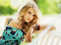 ella es taylor swift y es muy bonita y es mi 2 cantantee favorita