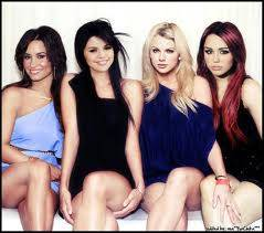 selena gomez miley cruz demi lovato y taylor swift.