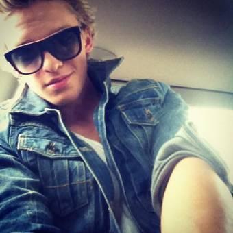 Cody :*