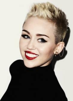 Miley♥ Dono su pelo a niños con cáncer