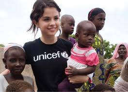 SELENA GÓMEZ LA EMBAJADORA DE UNICEF USA CON LOS CHICOS DE HAITI