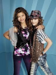 Bella Thorne y Zendaya coleman (a todo ritmo)