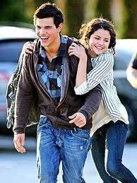 Selena y Taylor Lautner.