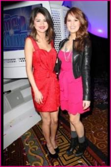 Selena y Debby ♥