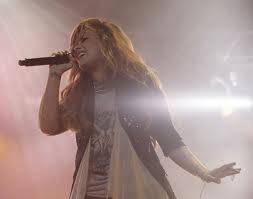 demi lovato (esta foto es de su concierto en caracas yo fui fue la mejor noche de mi vida)