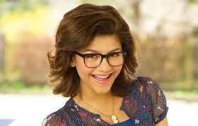 Zendaya Con Gafas De Nerd