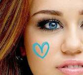 Miley,ojos celestes