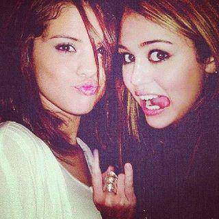 Miley y selly (Melena)