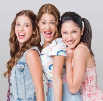 Francesca, Camila y Violetta (Lodovica Comello, Candelaria Molfese y Martina Stoessel)