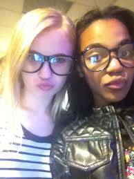 China Anne Mcclain y Sierra Mccormik