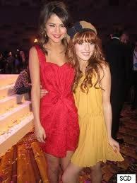 Bella Thorne y Selena Gomez