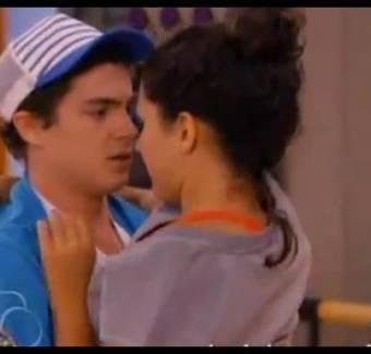 besarse con maxi de una vez