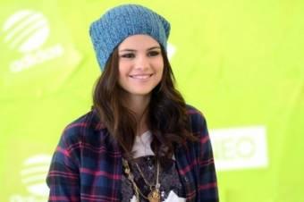 porque a pesar de que la critican ella sigue sonrriendo