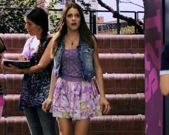 Violetta entra....