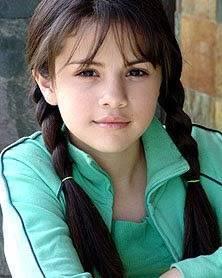 selena era hermosa de pequeña pero no tanto como miley.