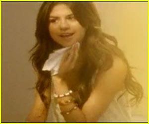 Selena gomez mirandose en el espejo en su video Who Says  COPIA