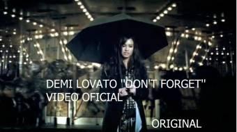 Demi Lovato con un paraguas en su video Don