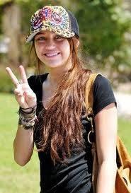 Miley Se ve mas hermosa con gorra