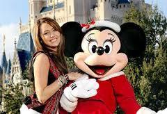 Miley Se Ve Mejor Con Sombrero Navideño