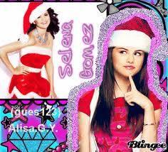 Selena Se Ve Mejor Con Sombrero Navideño