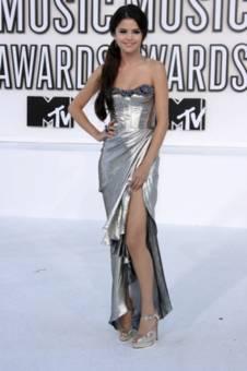 Selena Gomez se ve mejor con vestidos largos