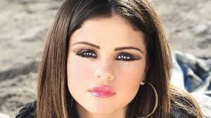 Selena Tiene La Cara Mas Hermosa
