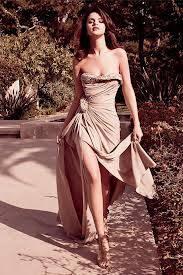 Selena Gomez tiene mejor pierna