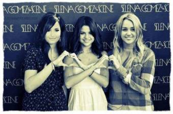 Sel,Demi y Miley