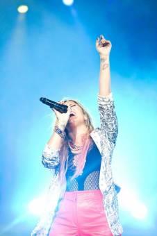 Por su hermosa voz♥