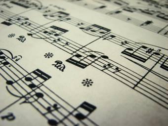 By: Solamente Musica ♫ ♪