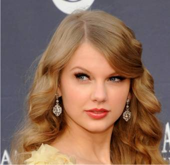 TAYLOR SWIFT HERMOSA