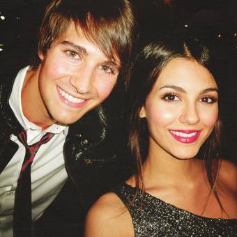 victoria y james se ven lindos  jusntos