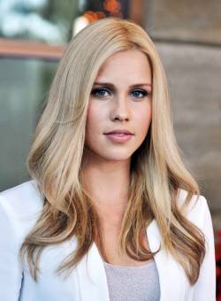 Clarie Holt. (Rebekah Mikaelson)