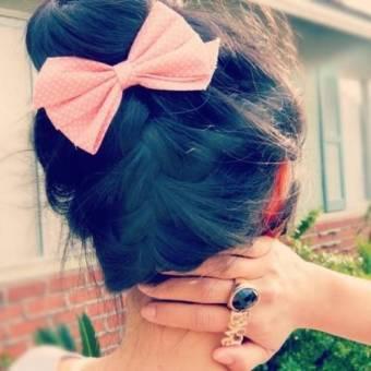 Consejo de peinado!♥: Si te gusta llevarlo recojido,te diria que te hagas un rodete que quedan geniales.