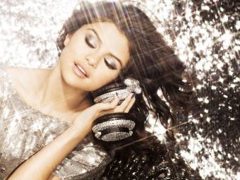 Selena Gomez...Actriz, cantante, diseñadora de moda, filántropa y compositora.