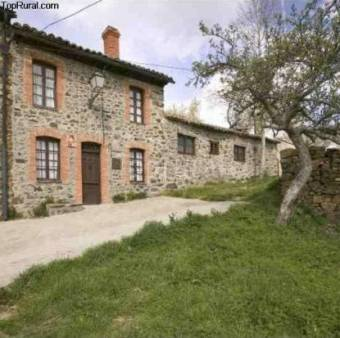 La Casa del Abogado      http://www.toprural.com/Casa-rural-alquiler-%C3%ADntegro/La-Casa-del-Abogado_19921_f.html