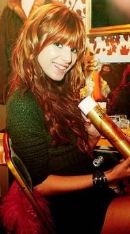 Bella Thorne (Cece)