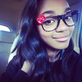 china anne con unas gafas de hello kitty also la foto en su twitter