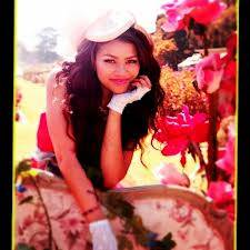 Zendaya ( hermosa )